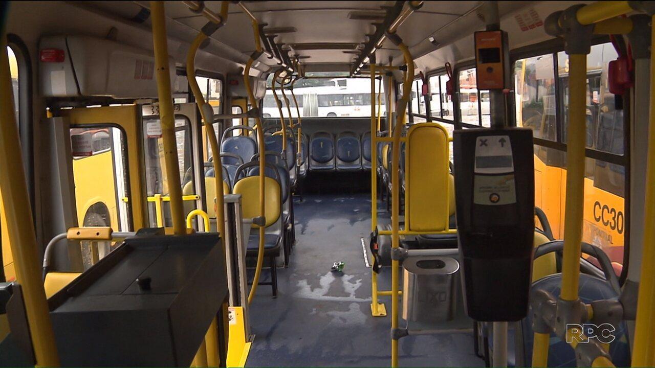 Motorista e cobrador de ônibus são baleados durante assalto em Colombo