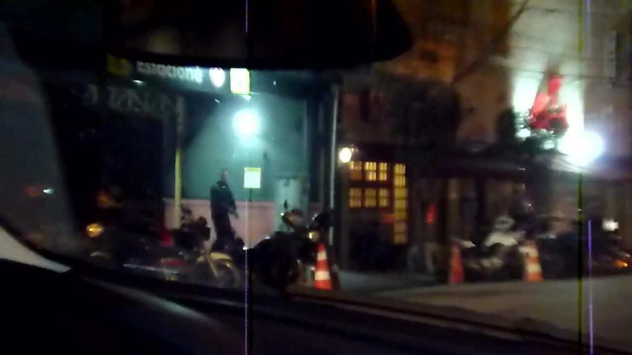 No vídeo gravado pela PF, deputado afastado Rodrigo Rocha Loures deixa pizzaria com mala de dinheiro