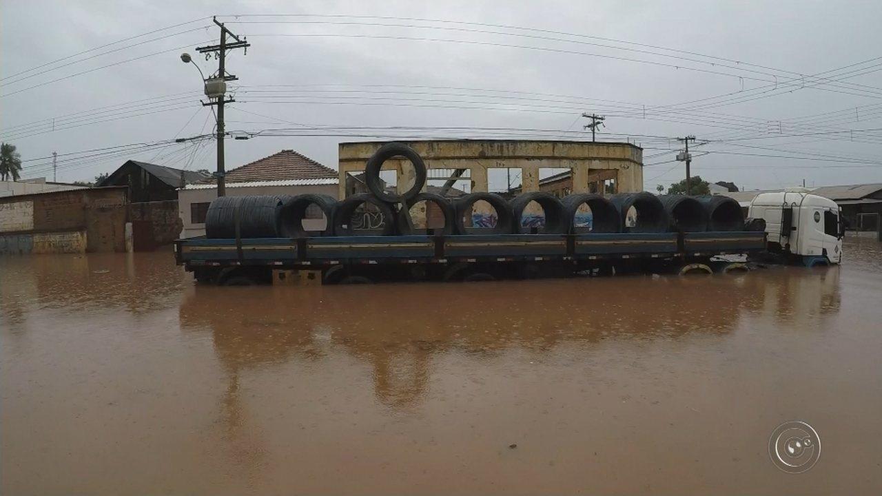 Temporal causa estragos em Bauru e Marília