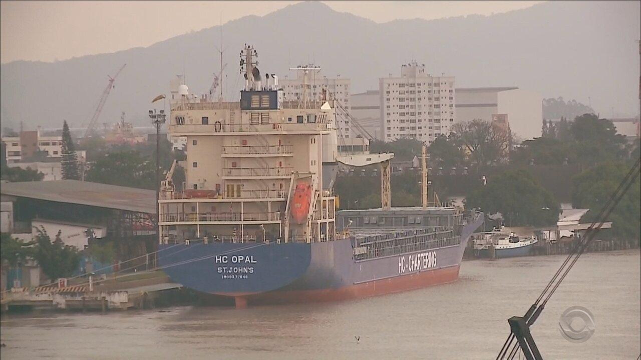 Canais de acesso aos portos de SC são fechados devido ao mau tempo