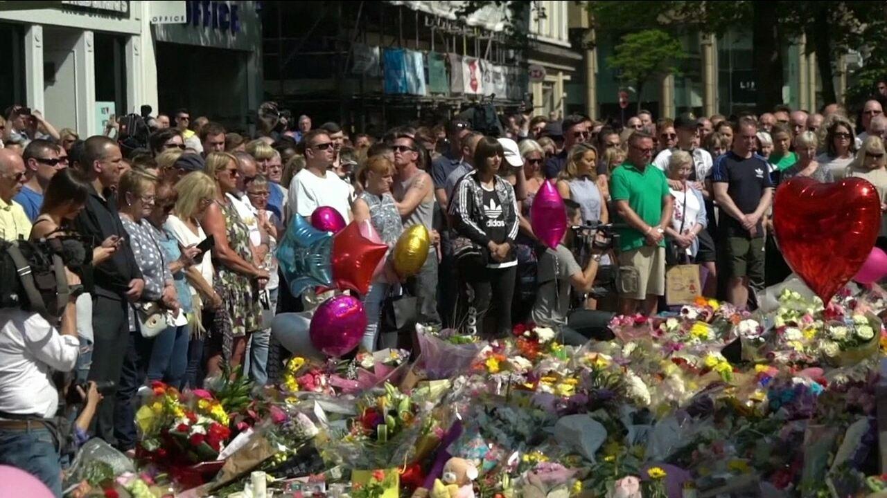 5a56037ca9 Manchester faz um minuto de silêncio em homenagem às vítimas de ataque