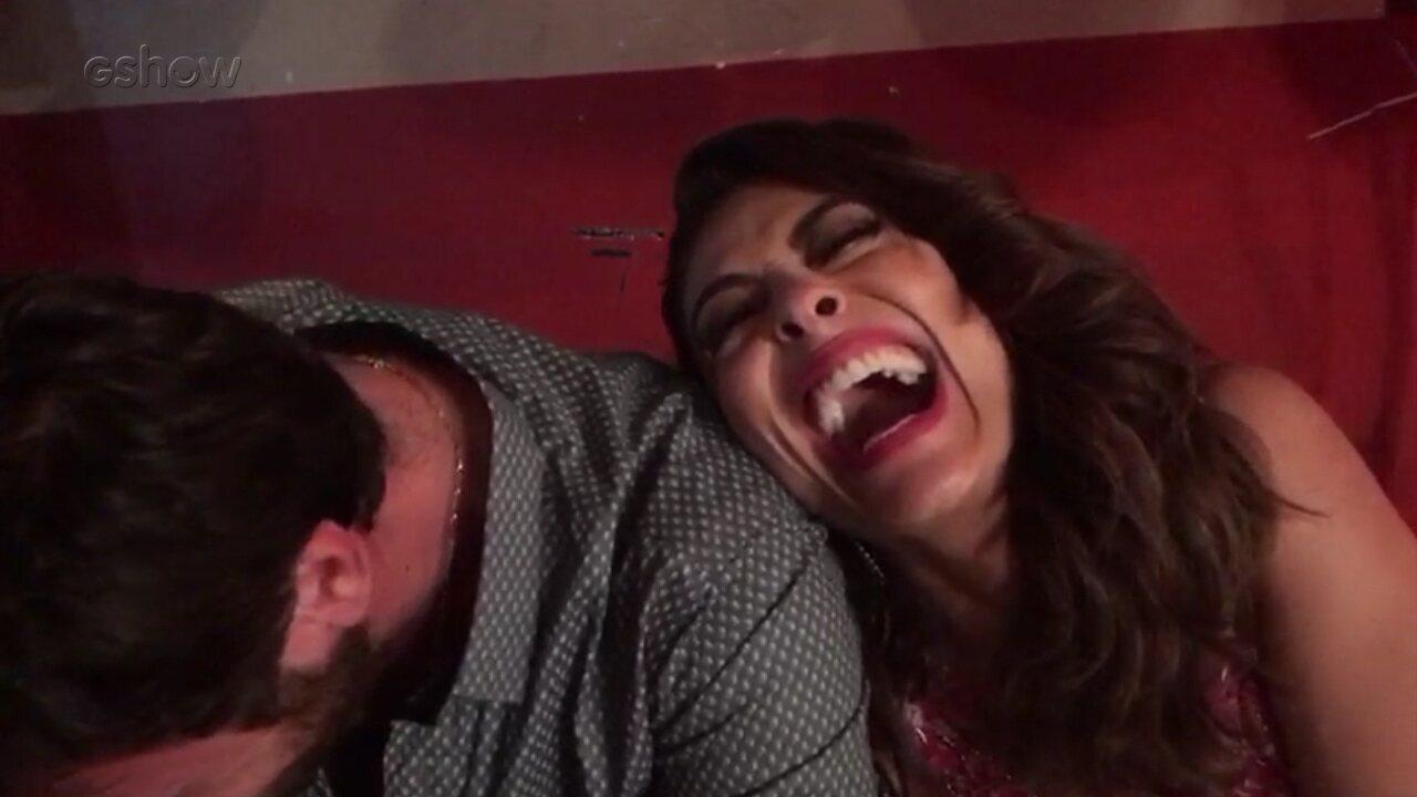 Juliana Paes se diverte nos bastidores com Emílio Dantas