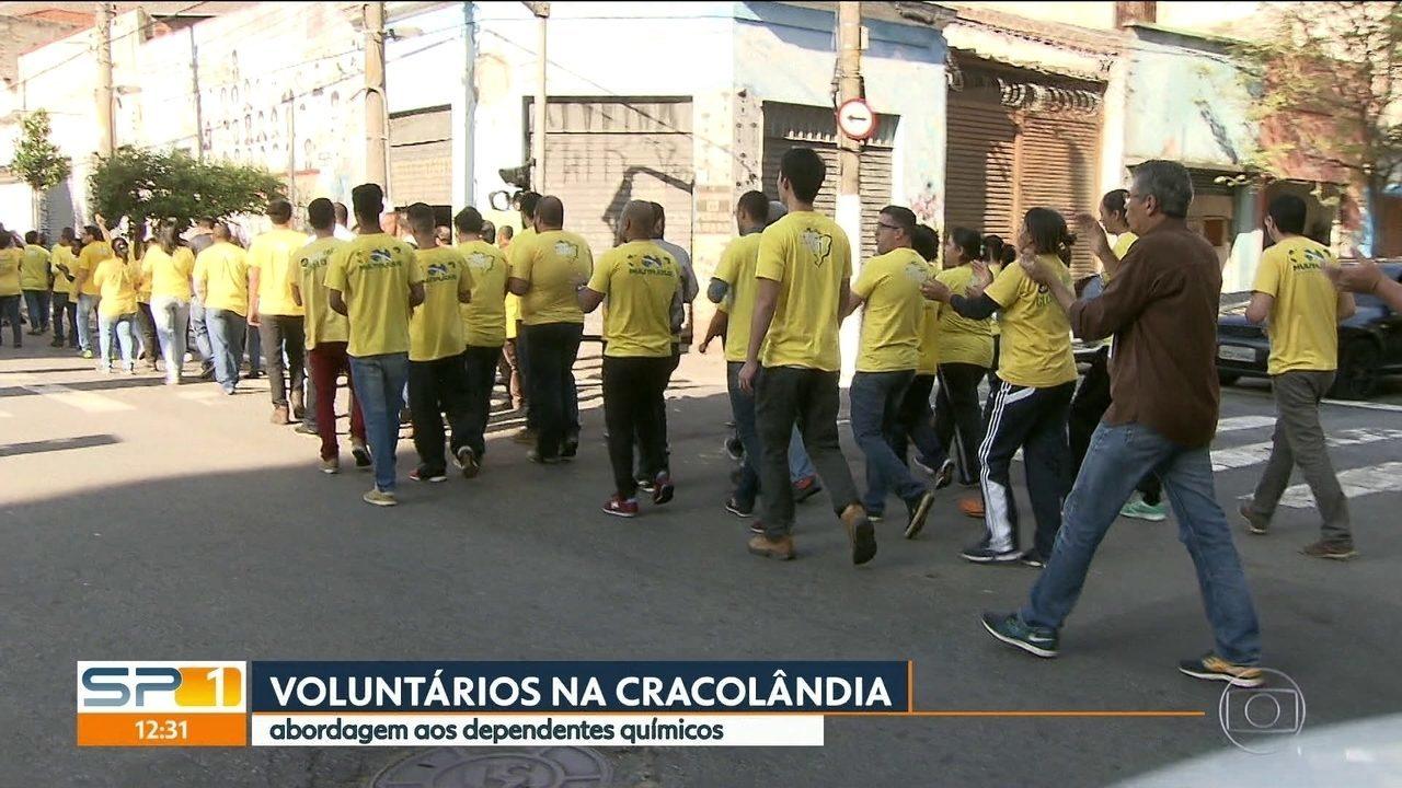 Voluntários fazem mais uma ação social na região da cracolândia