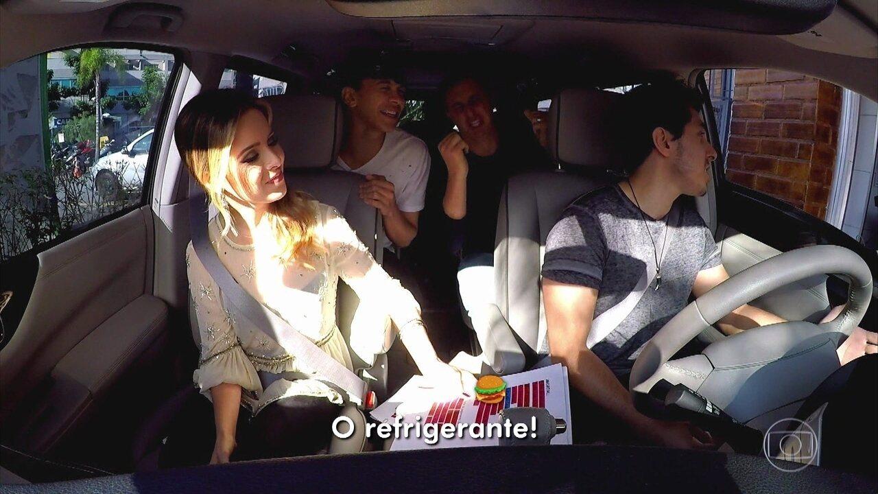 Luciano passeia de carro com Sandy e fenômenos da web