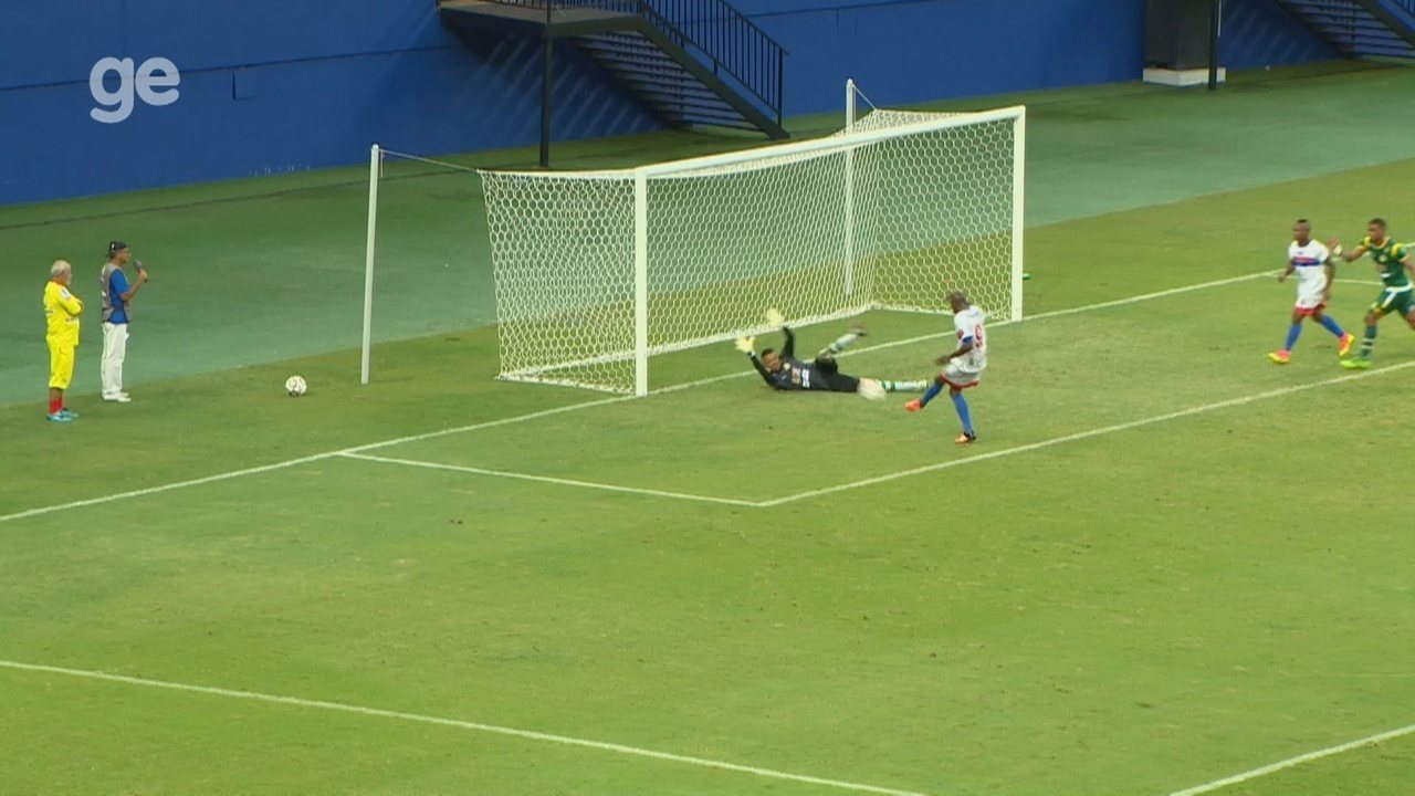 Inacreditável FC! Atacante perde gol mais feito do ano em jogo da Série D