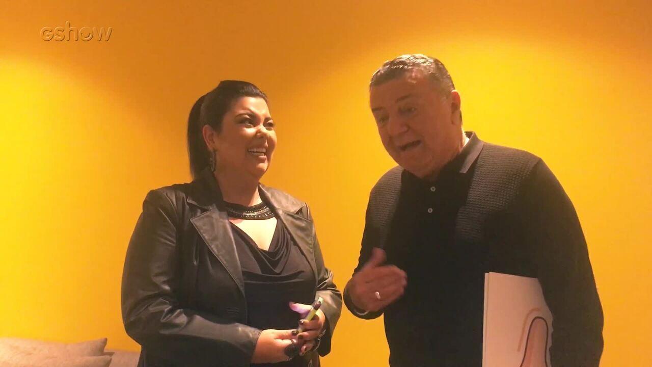 Fabiana Karla confere com Arnaldo Cezar Coelho o que pode e o que não pode