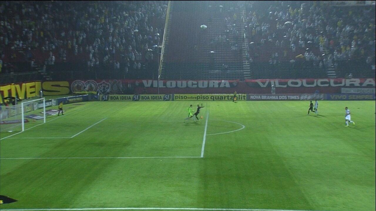 Em 2013, debaixo de muita chuva, VItória e Atlético-MG empataram por 1 a 1