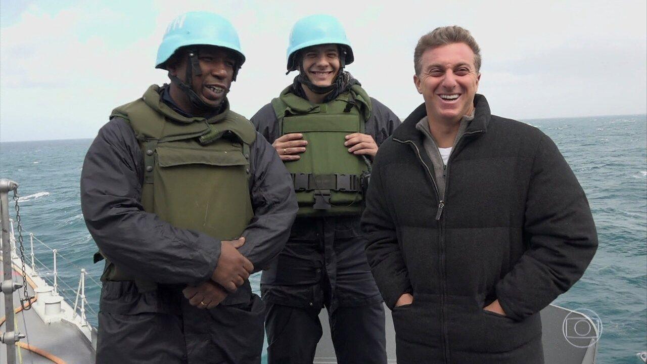 Luciano Huck visita o Líbano e conhece militares em missão para o Brasil