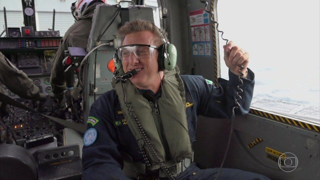 Luciano Huck faz vôo de helicóptero com militares brasileiros no Líbano
