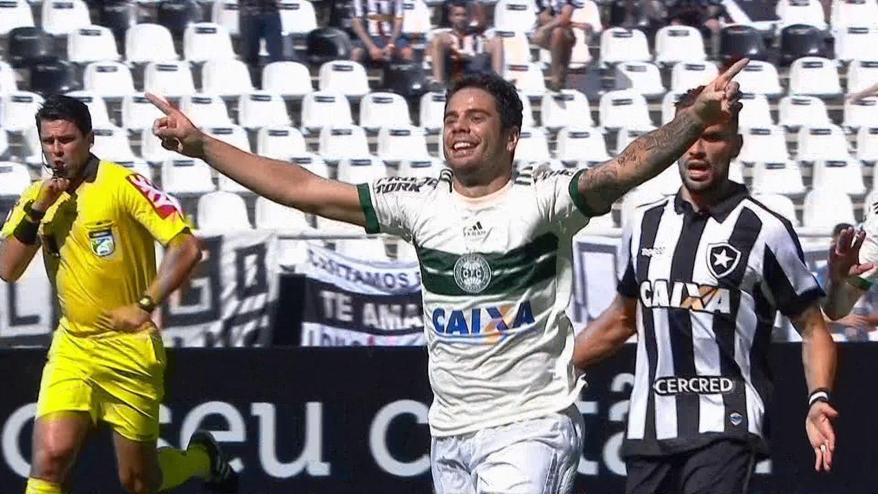 Gol do Coritiba! Henrique Almeida bate penalidade e amplia, aos 10 do 2º tempo