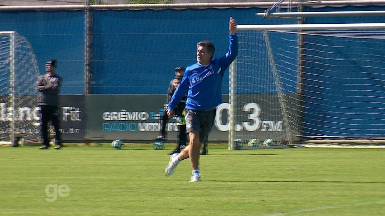 Renato fecha treino do Grêmio e participa de