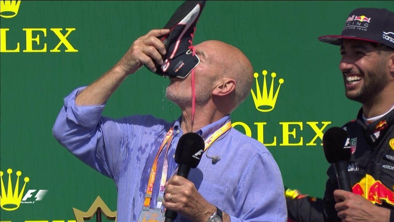 Professor Xavier bebe champanhe na sapatilha de Daniel Ricciardo