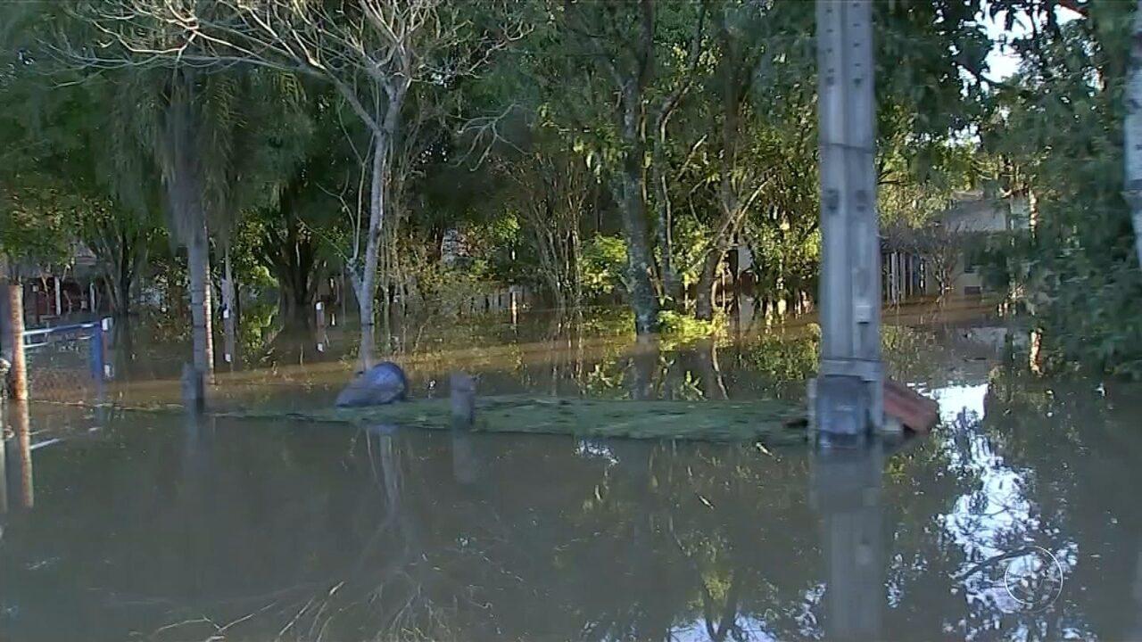 Inundação em bairro de Boituva entra no terceiro dia