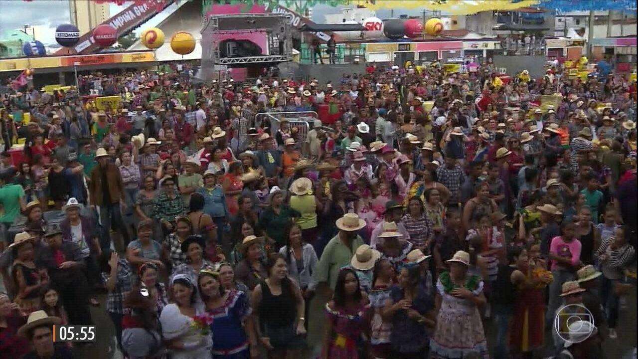 Hora 1: mais de 800 casais formam a maior quadrilha junina do Brasil na PB