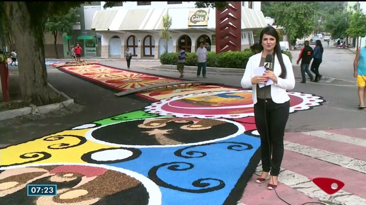 Tradicionais tapetes de Corpus Christi de Castela são preparados pela comunidade