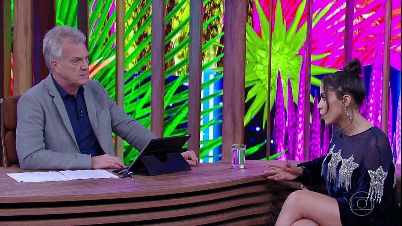 Anitta explica importância de outros idiomas em sua carreira