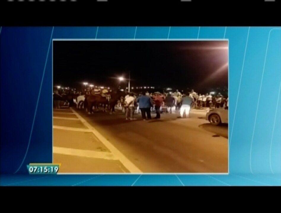 Vaqueiros protestam contra a suspensão da vaquejada de Valadares