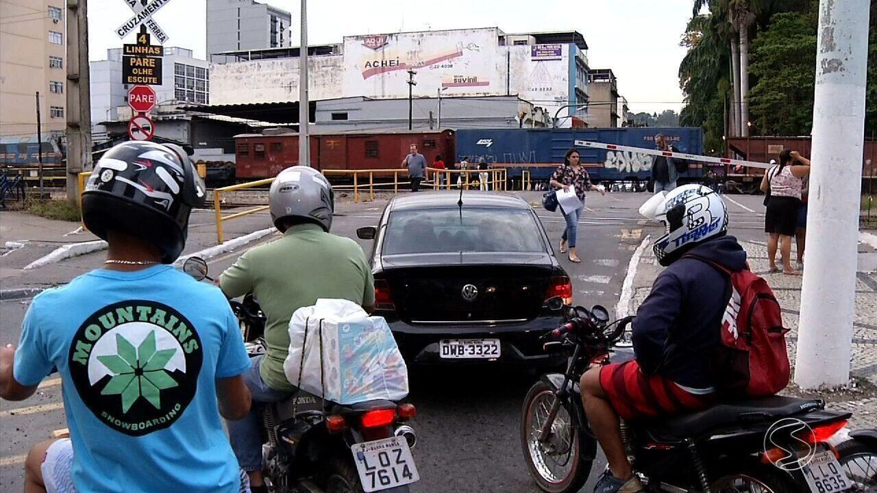 Obras no pátio de manobras de trens estão paradas há mais de dois anos em Barra Mansa, RJ