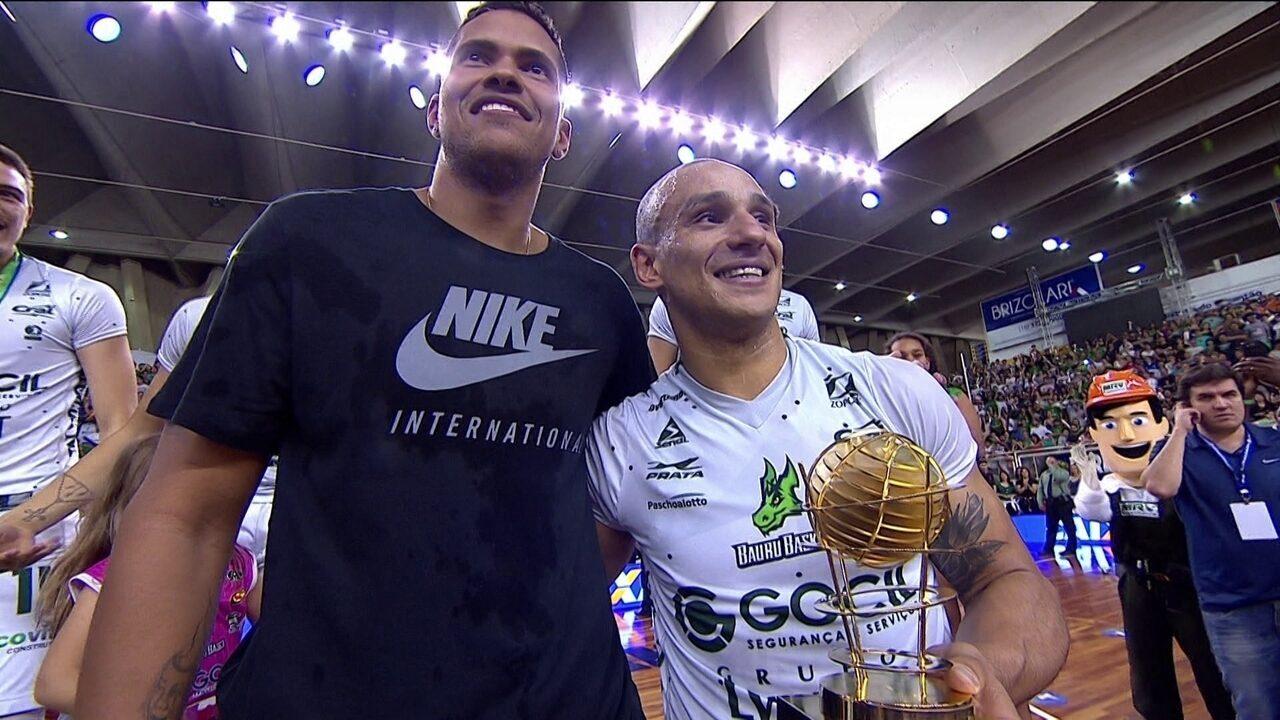 Alex, do Bauru, é eleito o MVP da final do NBB