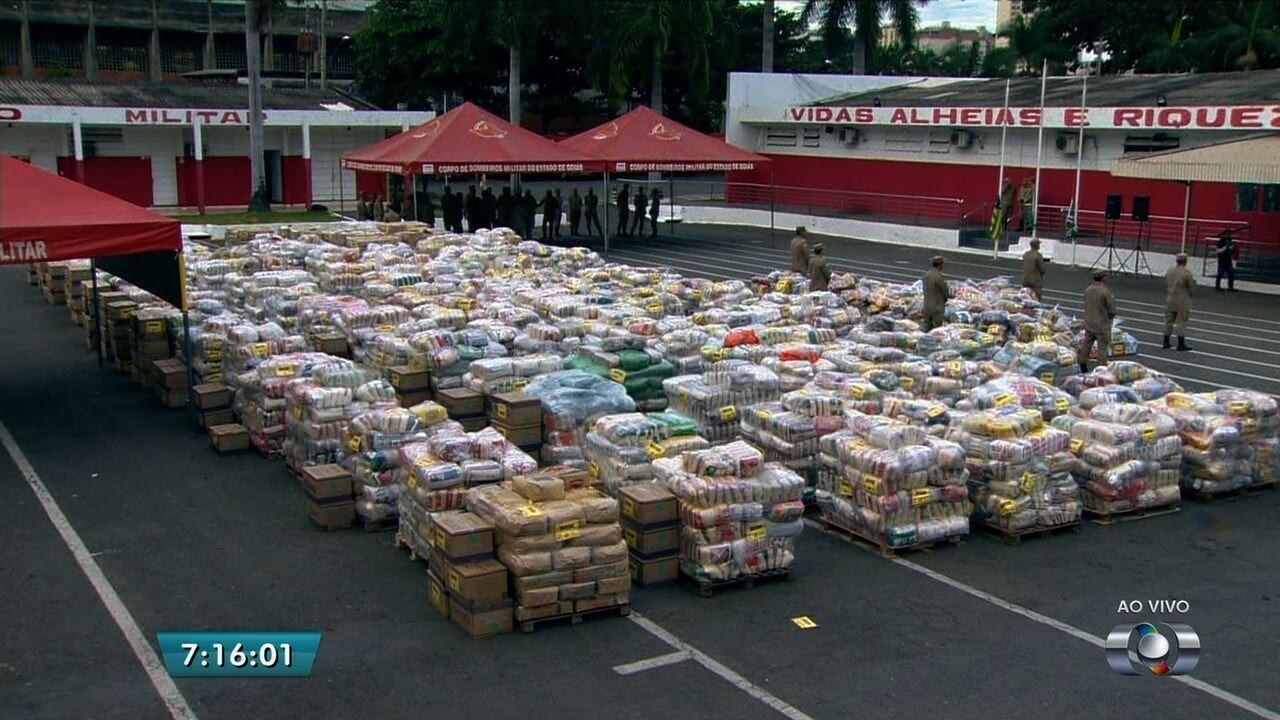 Bombeiros arrecadam 132 mil kg de alimentos para vítimas de enchentes no Nordeste