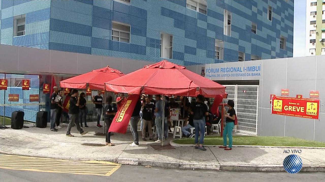 Servidores do judiciáro entram em greve nesta segunda (19)