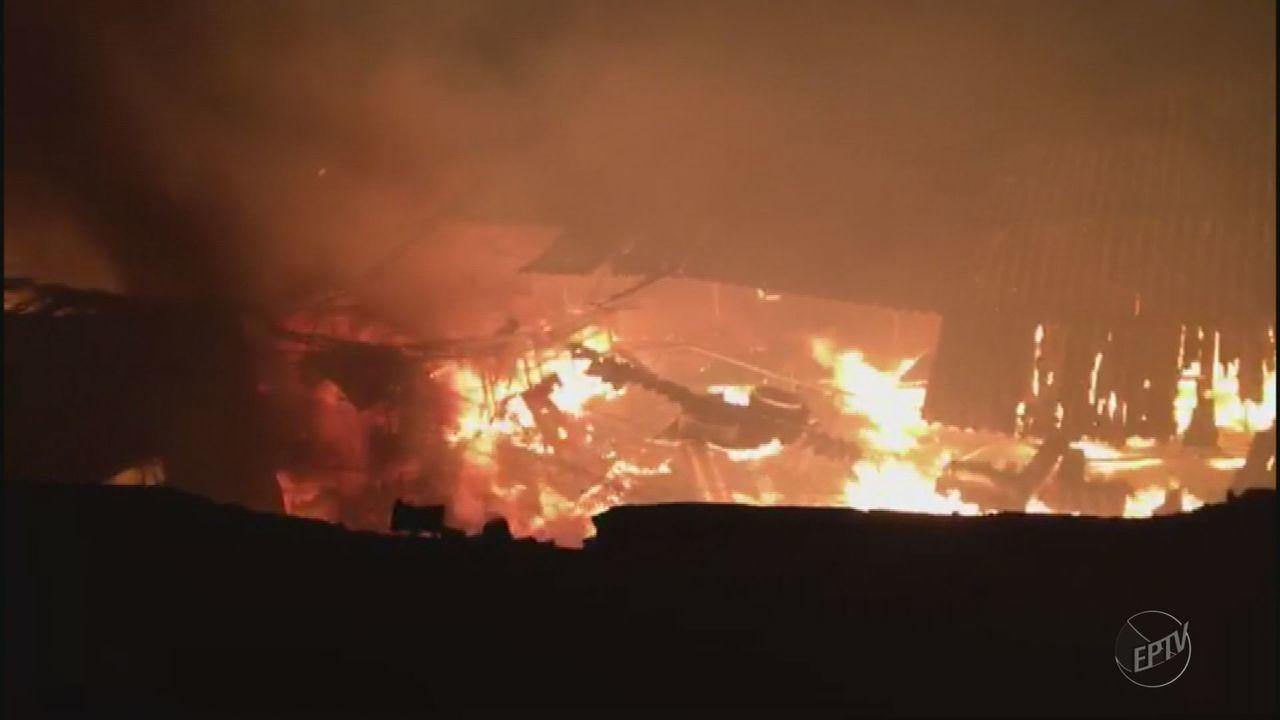 Fábrica de estofados fica destruída após incêndio em Andradas (MG)