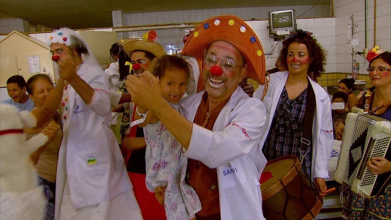 Doutores da Alegria transformam Hospital da Restauração em arraial junino