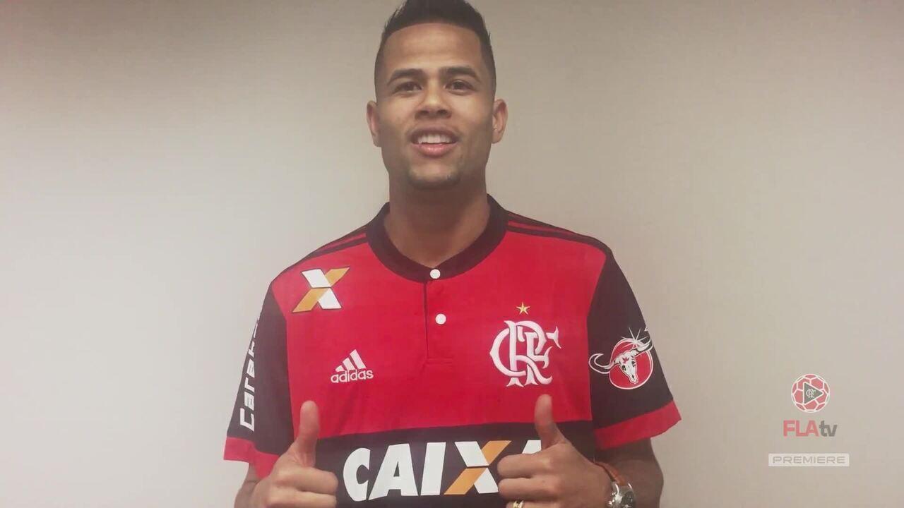 4f8335e093 Geuvânio chega e manda recado para a torcida do Flamengo