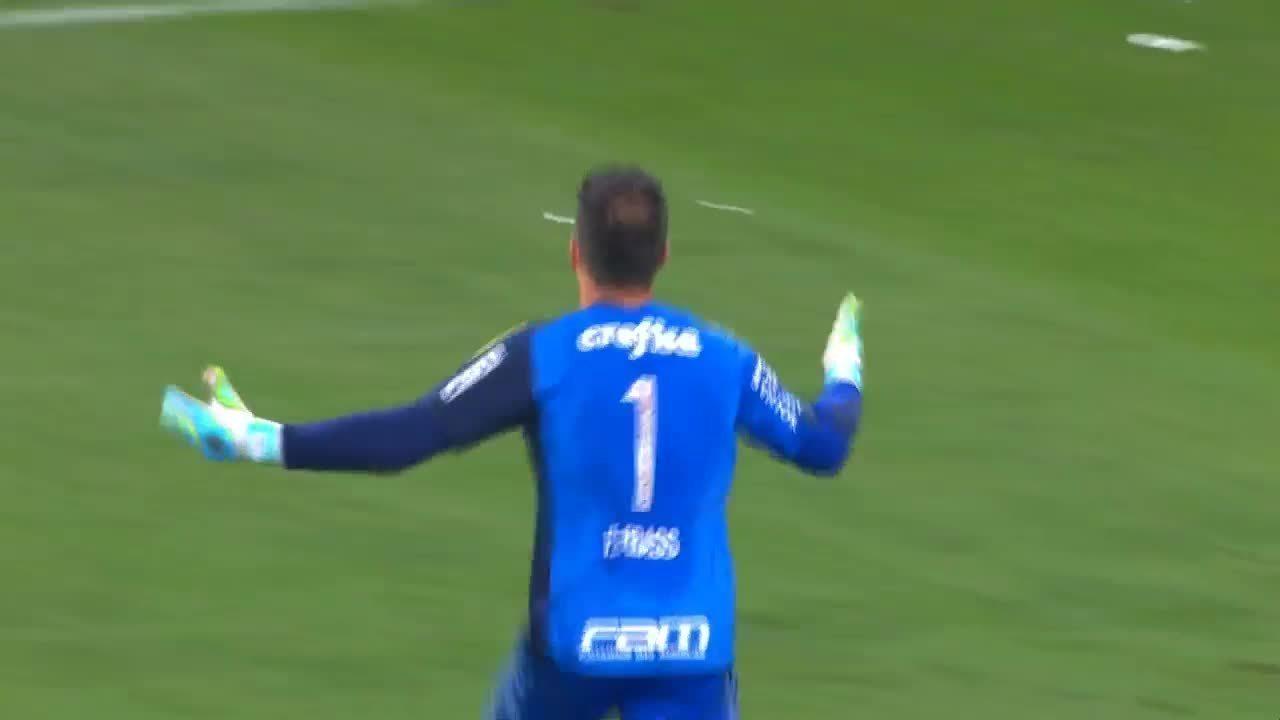 De pênalti, Fernando Prass faz o gol do título da Copa do Brasil-2015, sobre o Santos