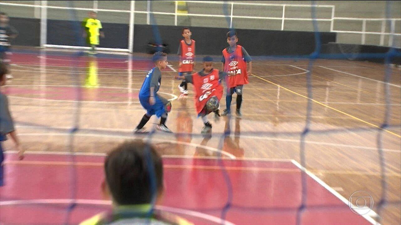 Globo Esporte RJ | Conheça Belinho, prodígio do Vasco que faz sucesso dentro e fora de campo | Globo Play