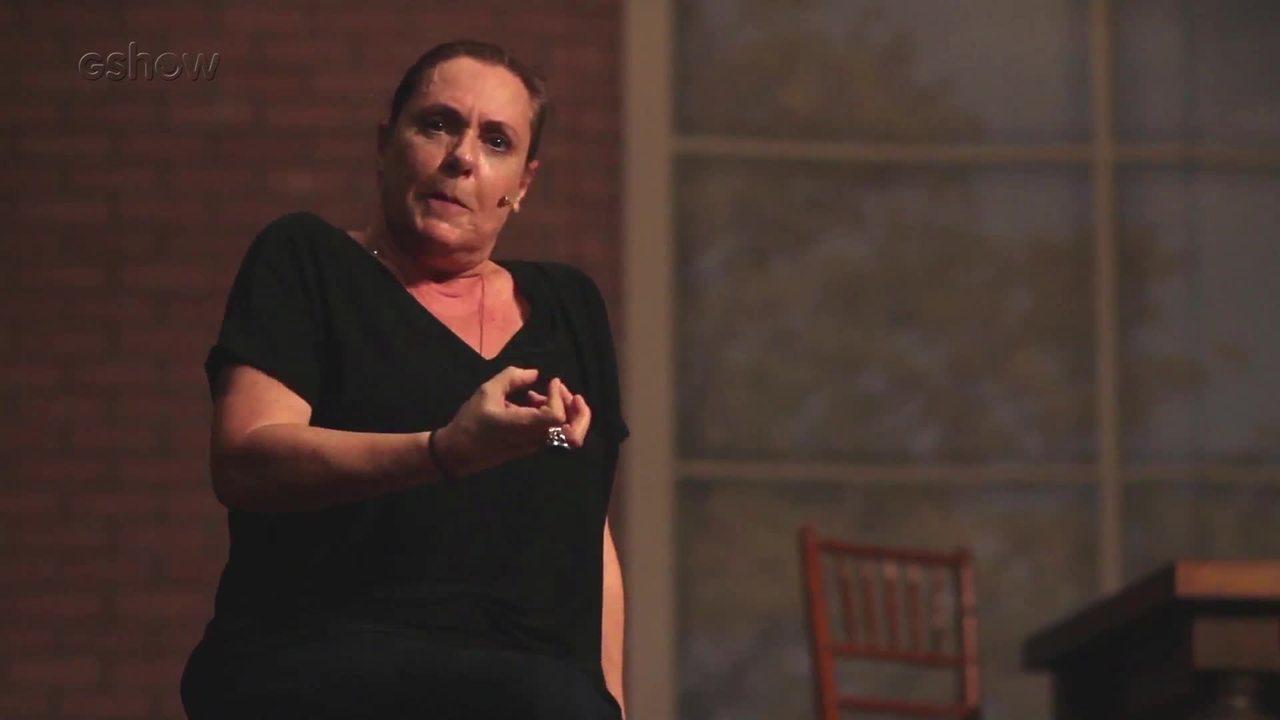 Elizabeth Savala diverte o público com a peça 'A.M.A.D.A.S.'