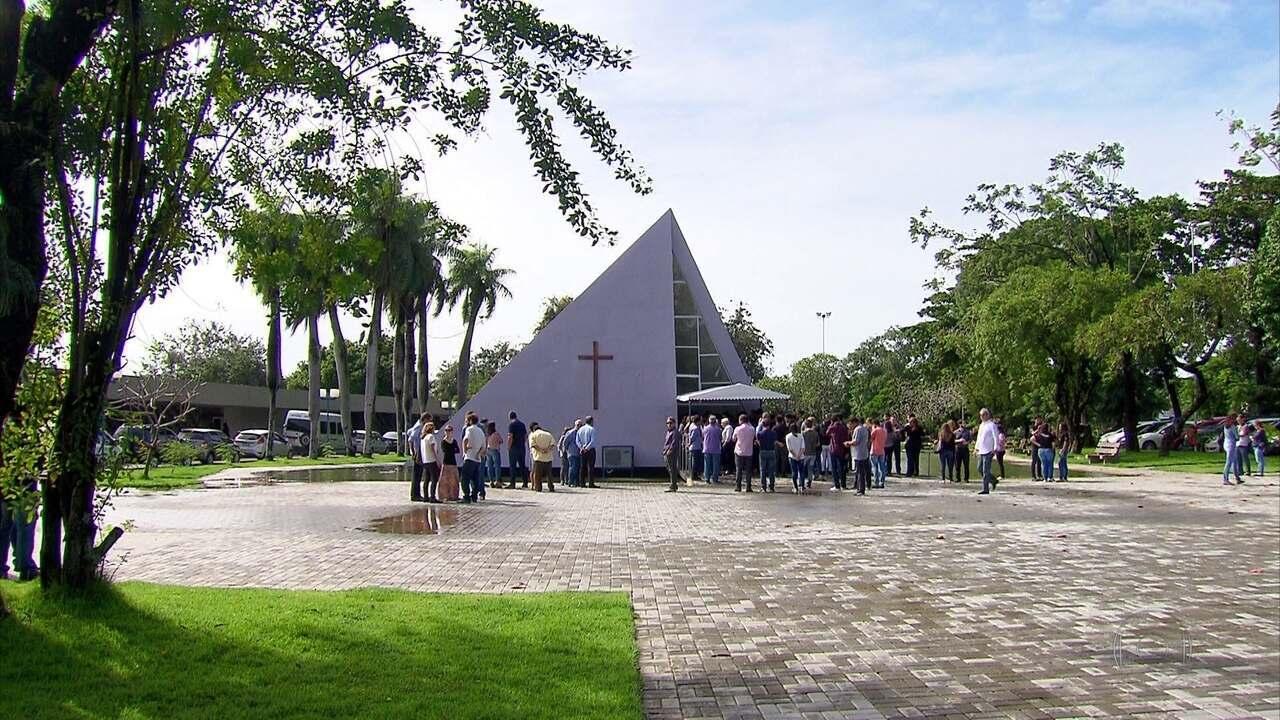 Mulher que morreu durante assalto a centro espírita é enterrada no Recife