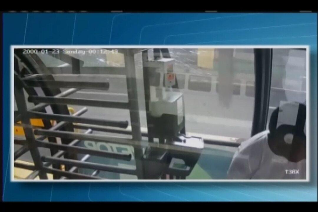 Câmeras de segurança flagram furto em estação do BRT/Vetor em Uberaba