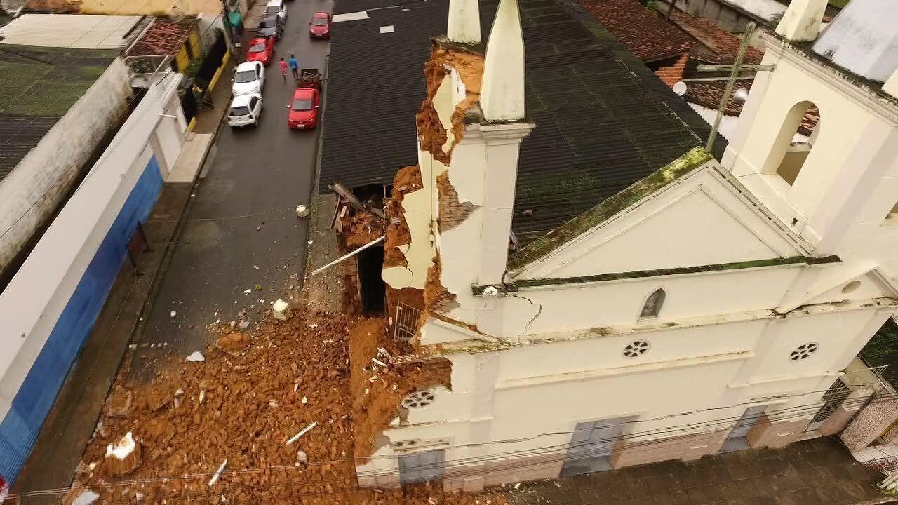 Situação de igreja centenária após desabamento de torre preocupa moradores de Atalaia