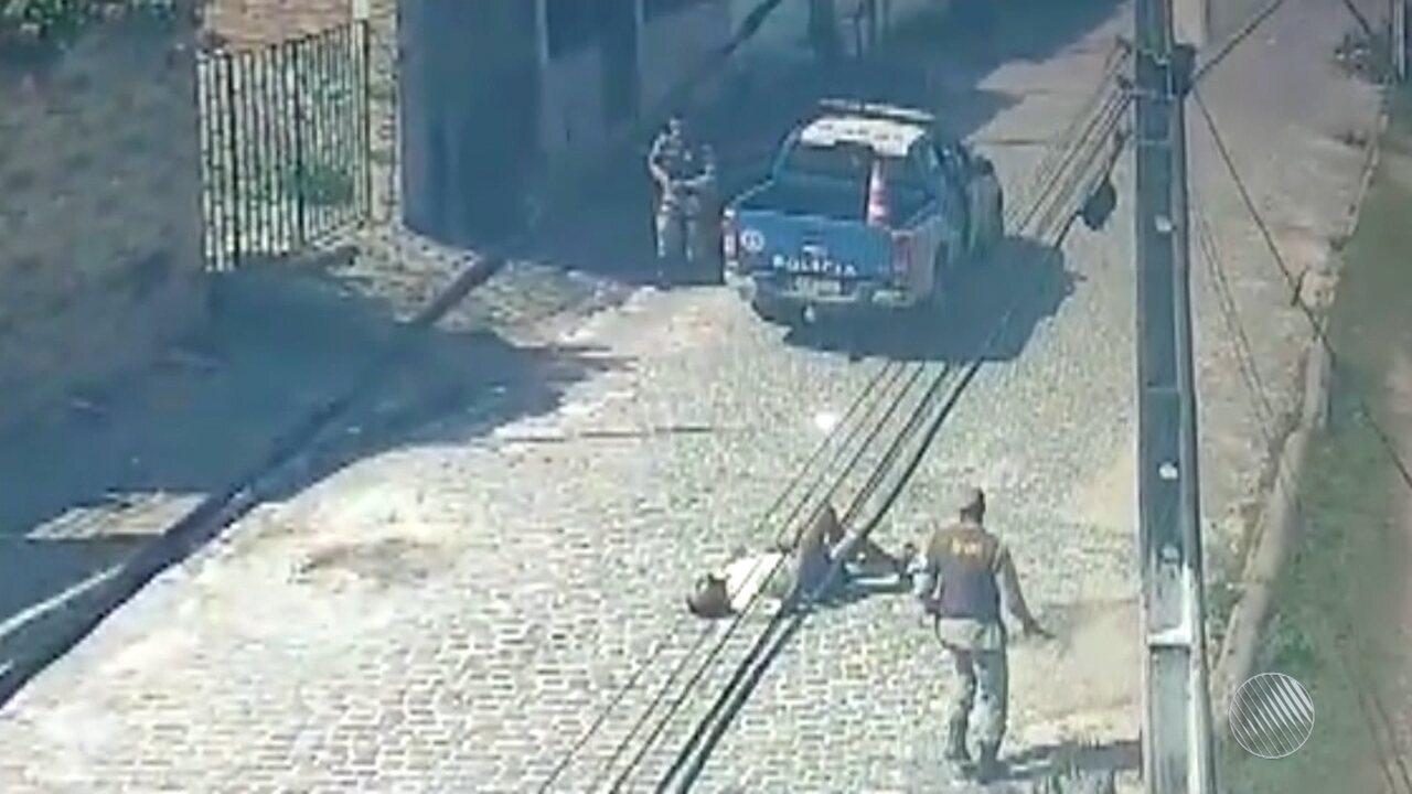 Homem com facão ameaça familiares e ataca policial em Dias D'Ávila