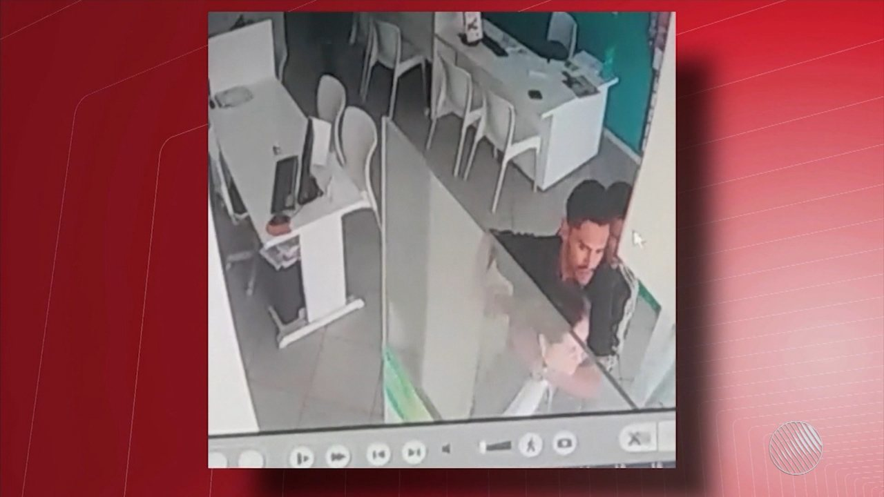 Câmeras registram assalto a loja de celulares em Vitória da Conquista