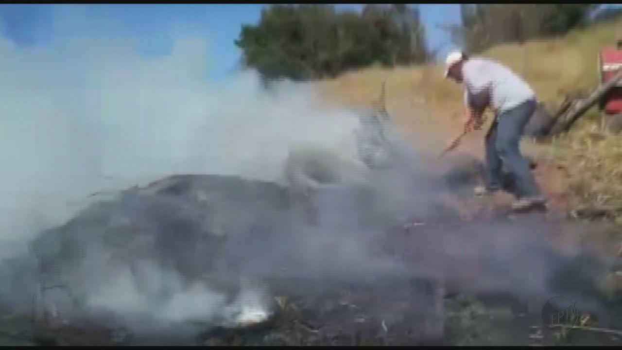 Incêndio em pasto assusta moradores na zona rural de São João da Boa Vista, SP