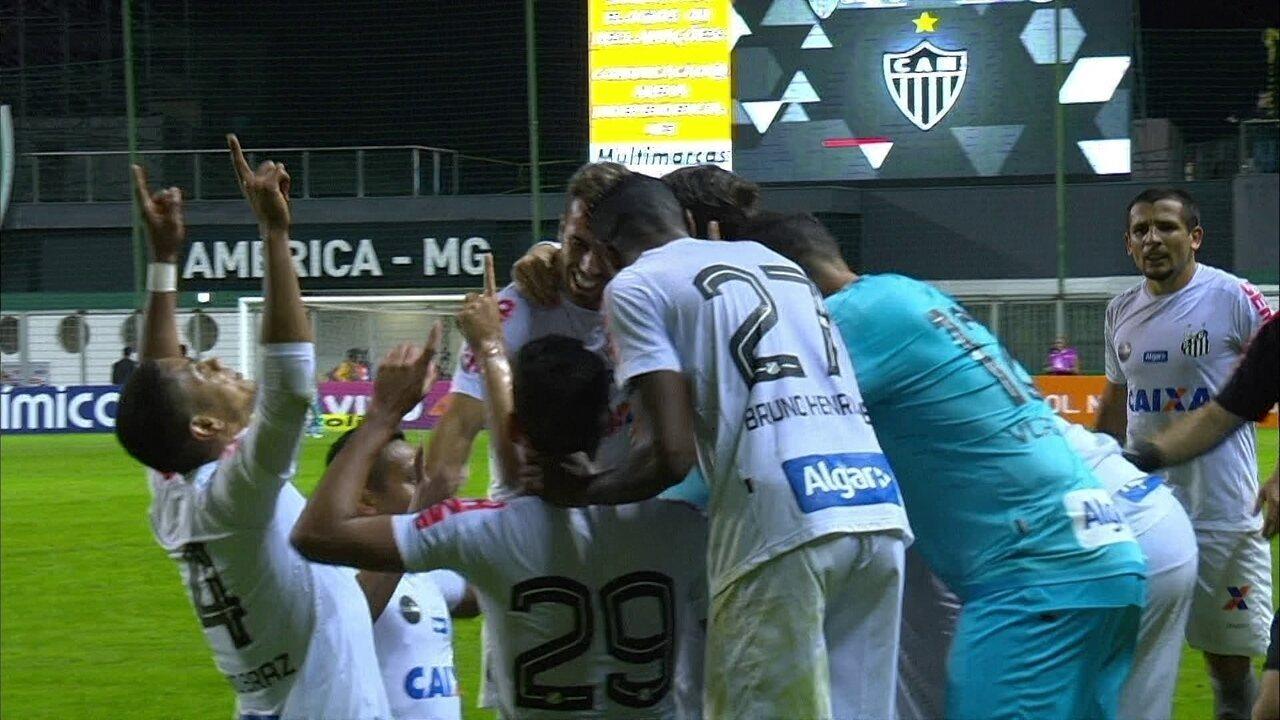 Gol do Santos! Daniel Guedes cobra falta para abrir o placar, aos 48' do 2º tempo