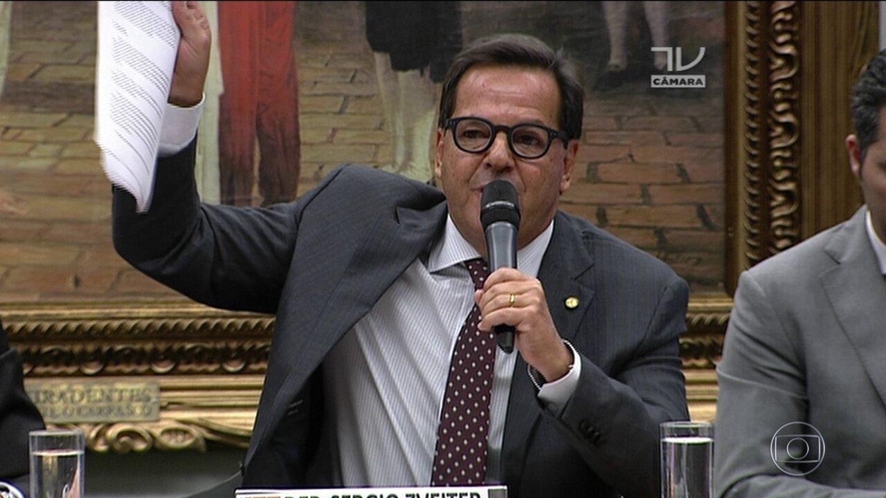 Após manobras, Temer sai vitorioso da CCJ: deputados rejeitam denúncia