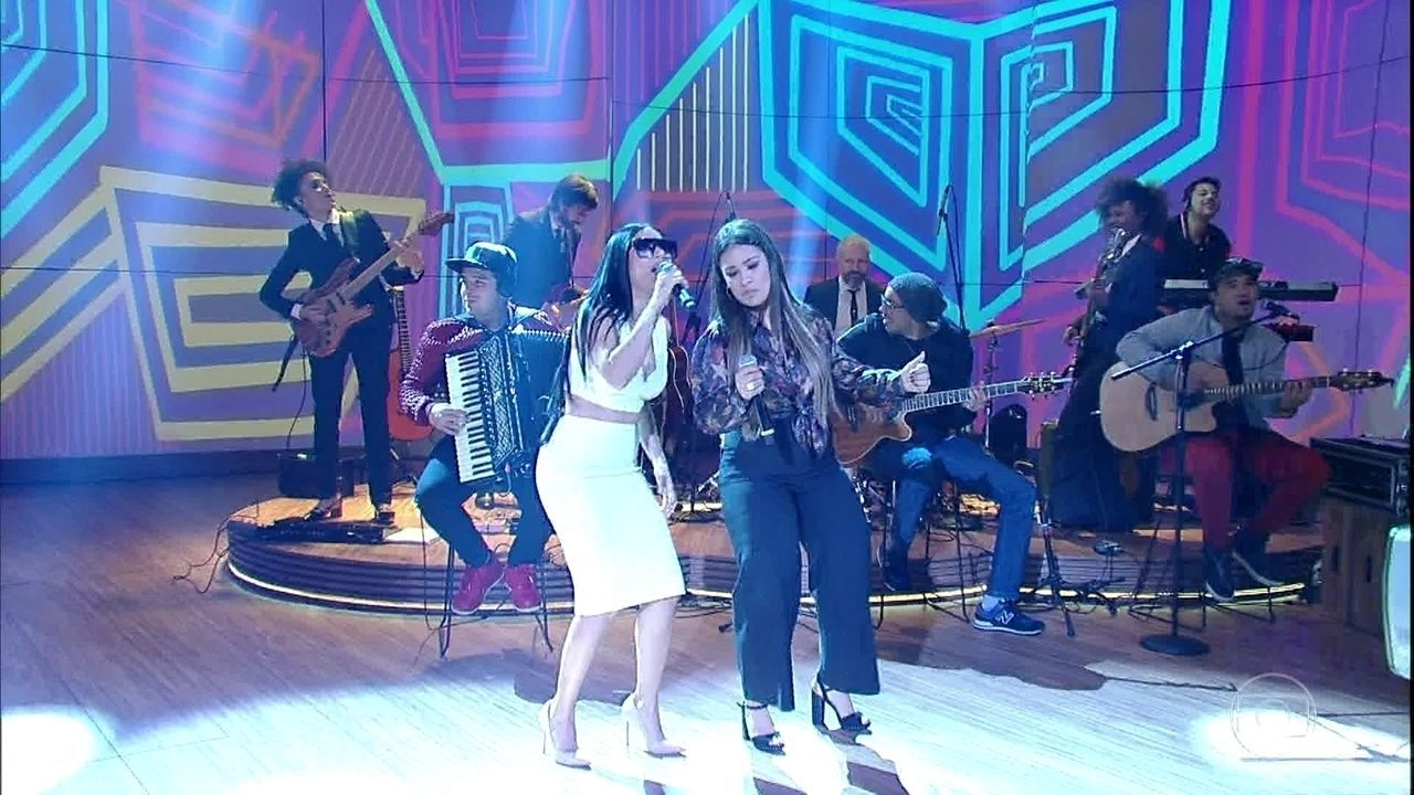 """Simone e Simaria cantam """"Regime Fechado"""""""