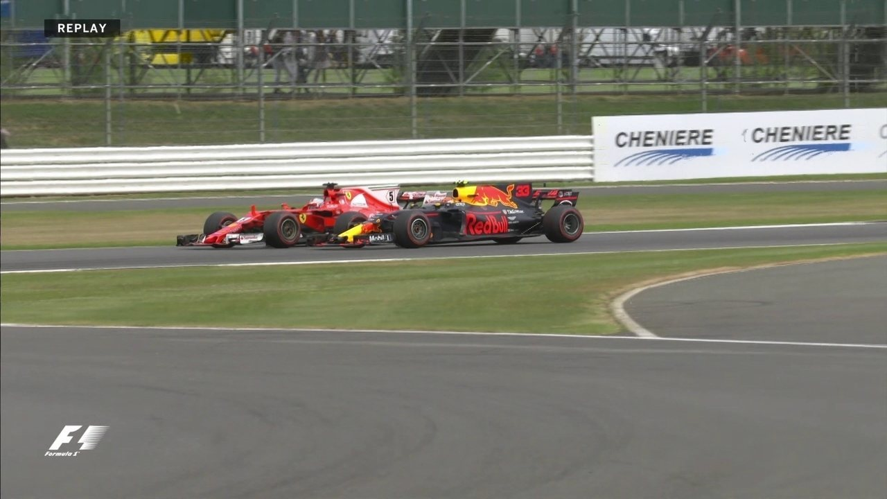 Batalha! Vettel e Vestappen brigam por posição em Silverstone