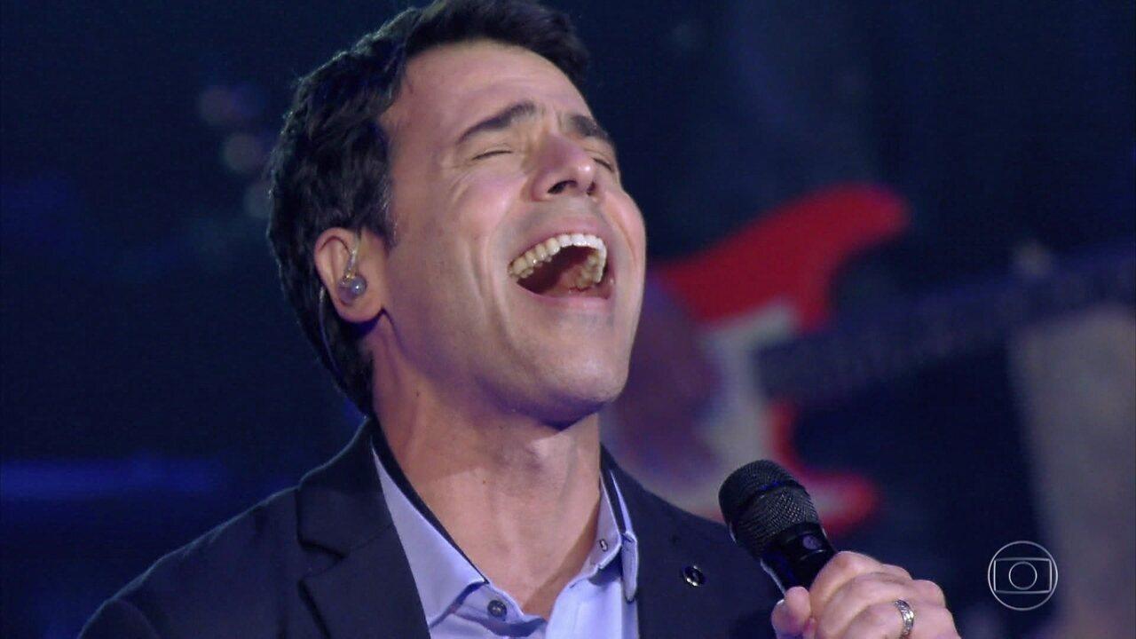 Claudio Lins canta 'Corsário' no segundo dia de apresentações
