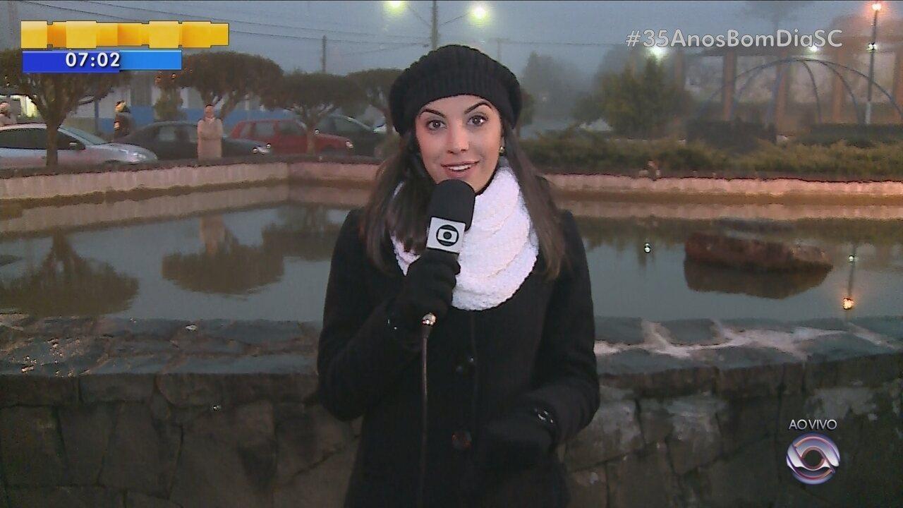 Previsão de neve na Serra de SC chama atenção de turistas