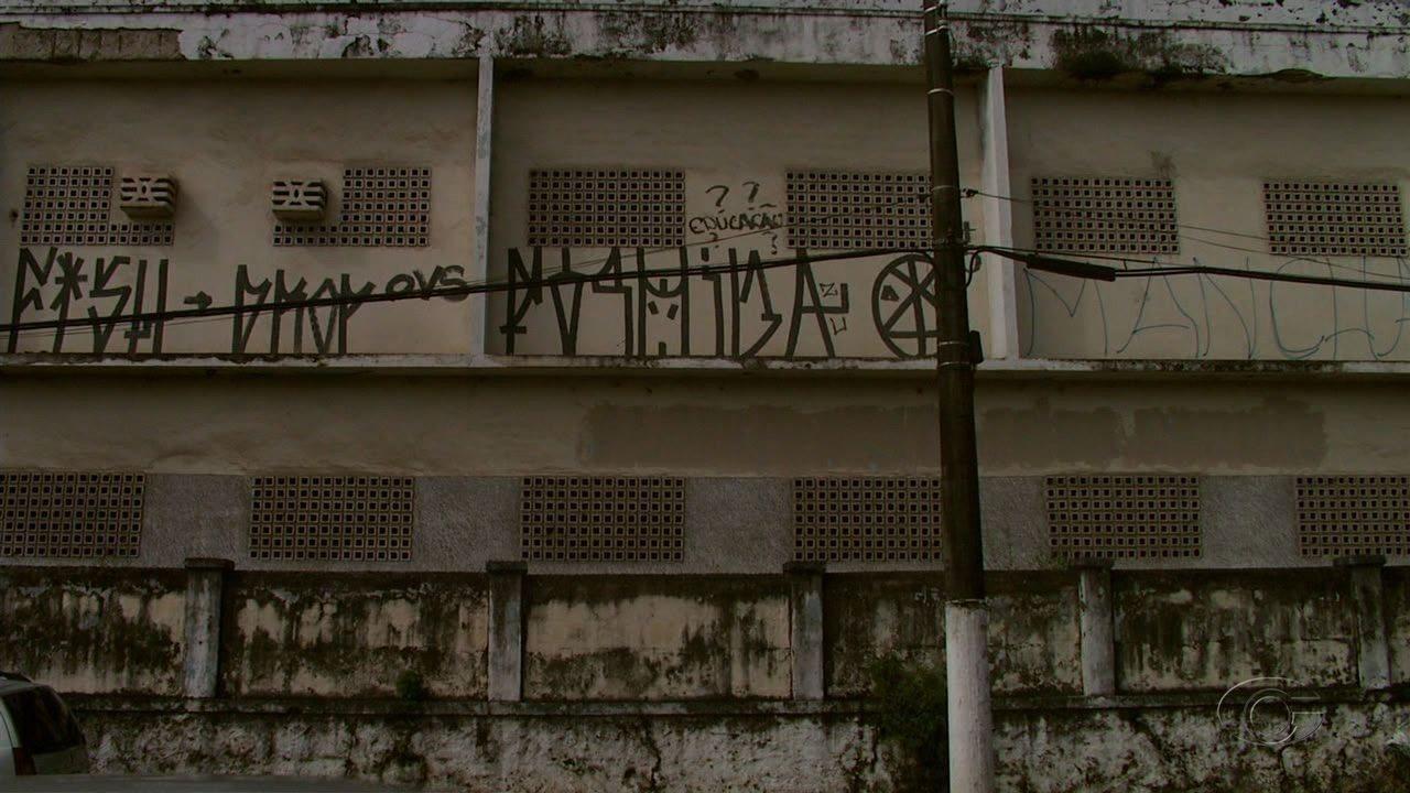Escola Municipal Padre Brandão Lima está abandonada há mais de oito anos