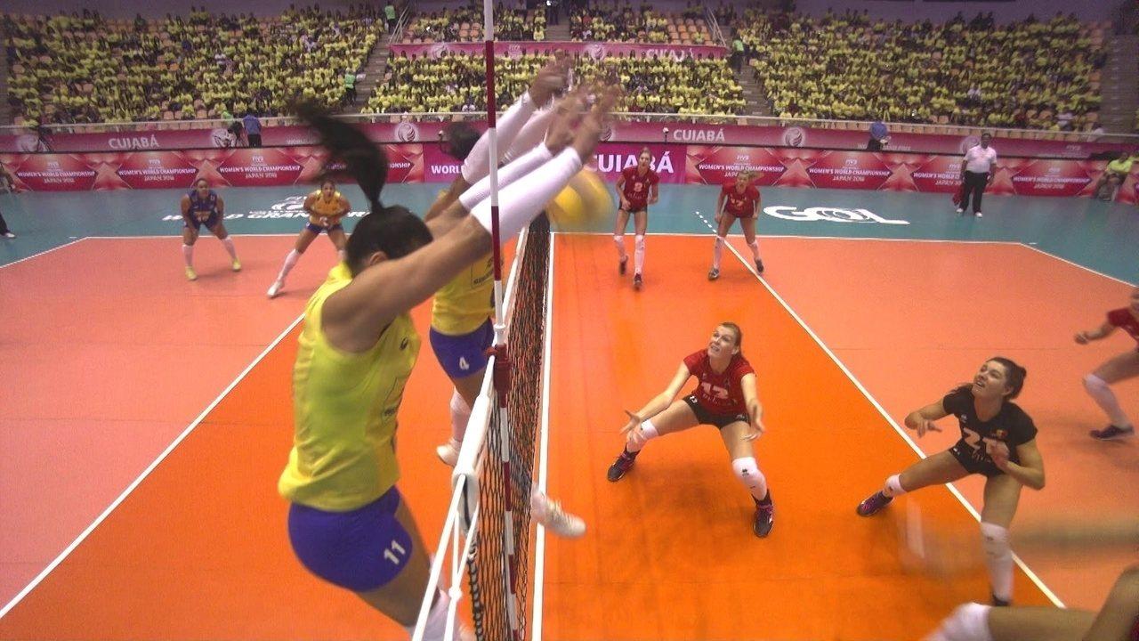 1º set: Após rali, Carol pega mais uma no bloqueio e Brasil passa a frente: 19 x 18