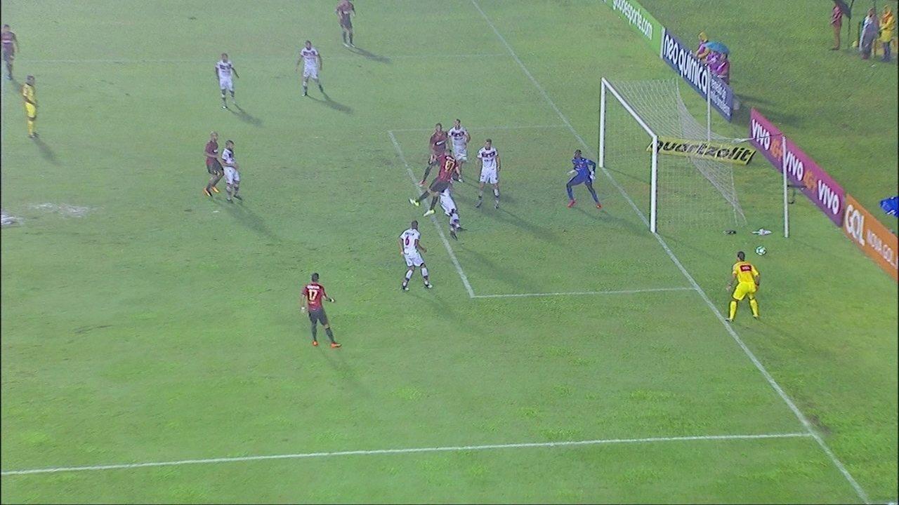 Gol do Sport! Meno cruza e Diego Souza cabeceia para marcar, aos 18' do 1º Tempo