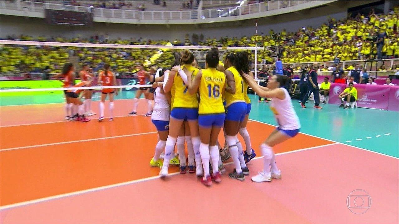 Melhores momentos de Brasil 3 x 1 Holanda pelo Grand Prix de vôlei feminino 6f72bd7ff3a90