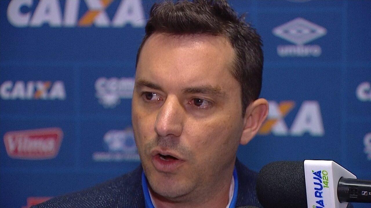 Diretor do Cruzeiro reclama de pênalti não marcado contra o Avaí, na Ressacada