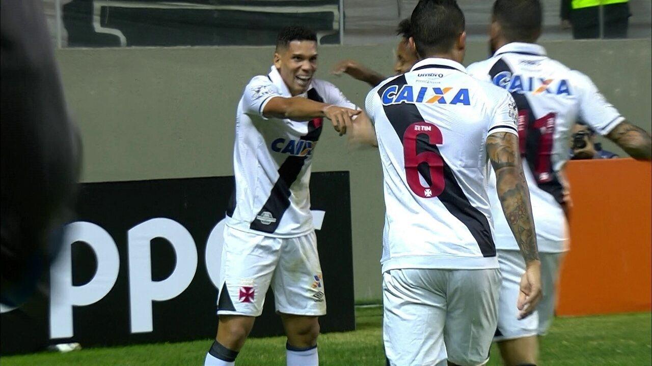 b4b47a72ba7e1 Paulinho marca duas vezes e ainda dá lençol na partida contra o Atlético-MG