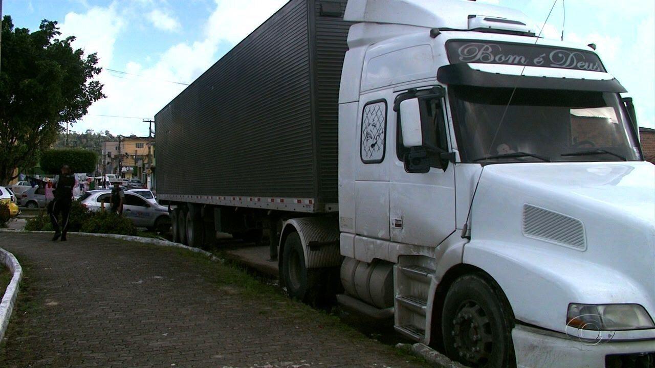 Caminhão de empresa barbacenense apreendido pela PRF